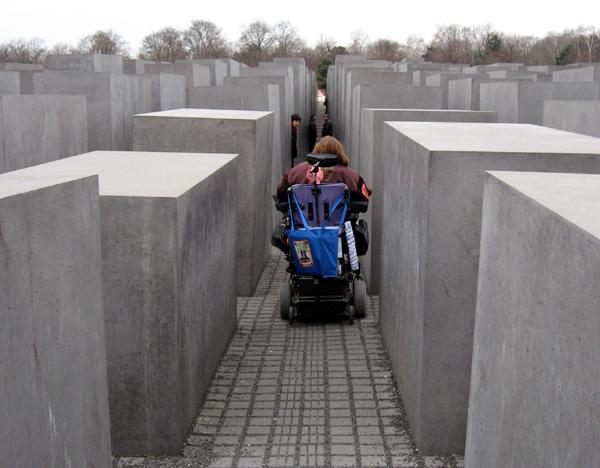 Sonderberaterin Heumann besucht das Mahnmal für die ermordeten Juden Europas
