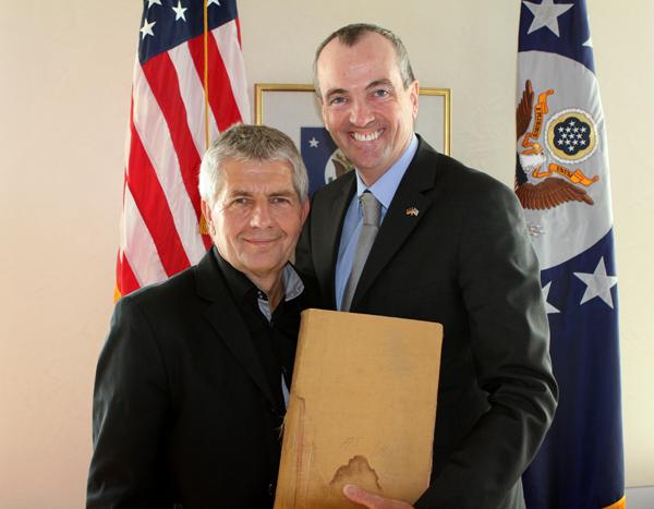 Roland Jahn mit Botschafter Murphy