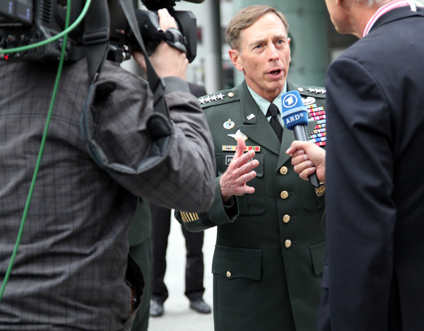 Werner Sonne interviewt General David Petraeus